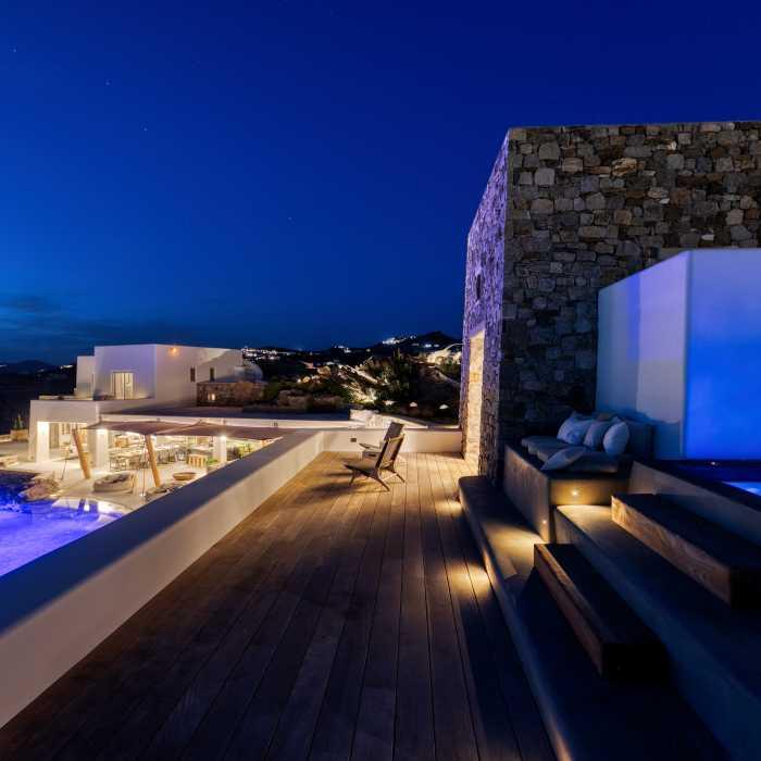 Syros Jacuzzi deck